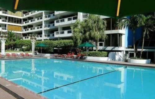 doubletree-hilton-grand-hotel-biscayne-bay-pool