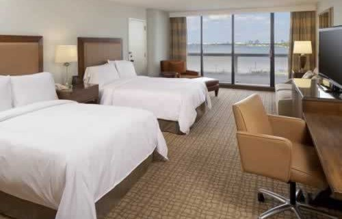 doubletree-hilton-grand-hotel-biscayne-bay-water-view-bedroom