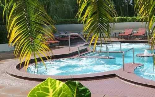 doubletree-hilton-grand-hotel-biscayne-bay-whirlpool-jaccuzzi