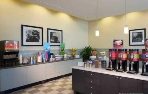 hampton-inn-suites-downtown-miami-brickell-breakfast