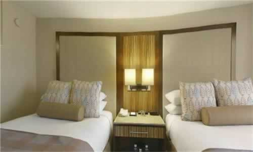 hyatt-regency-miami-bedroom-2