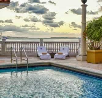 intercontinental-miami-waterfront-pool