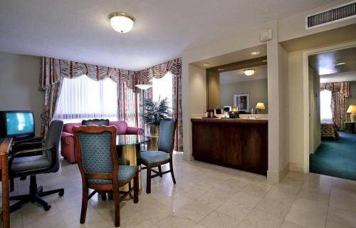river-park-hotel-suites-bedroom-suite