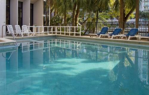 river-park-hotel-suites-pool-2