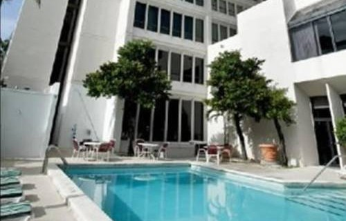 river-park-hotel-suites-pool